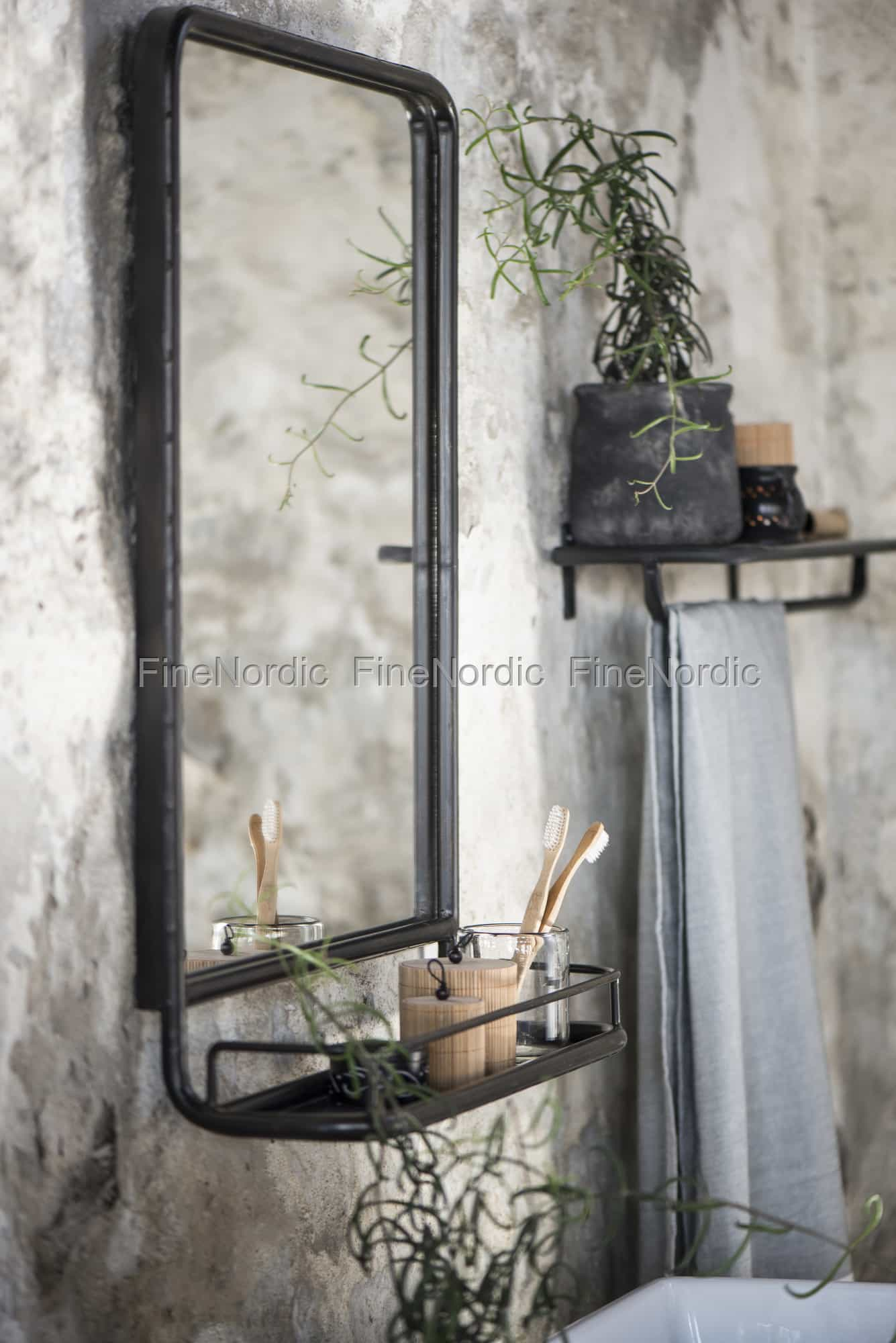 Ib laursen wandspiegel metall regal schwarz - Wandspiegel metallrahmen ...